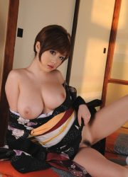 Gorgeous Japanese naked girl in kimono