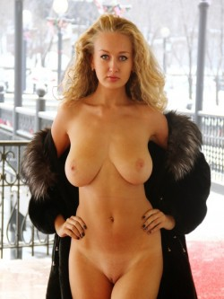 Naked busty woman porn