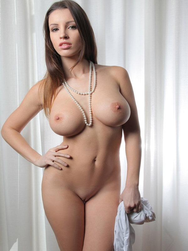 Busty nude girls photos