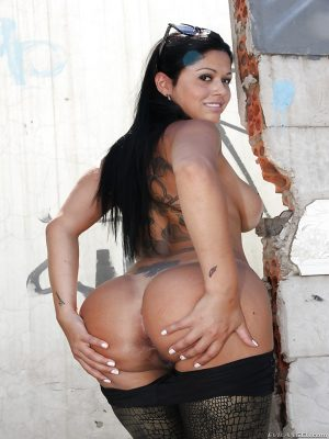 Great naked Latina ass
