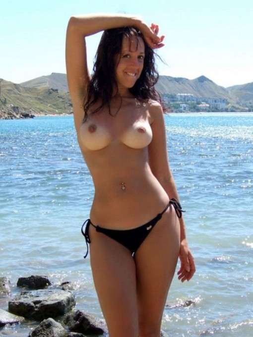 nude sexy girl carol spends her summer vacation on the beach she