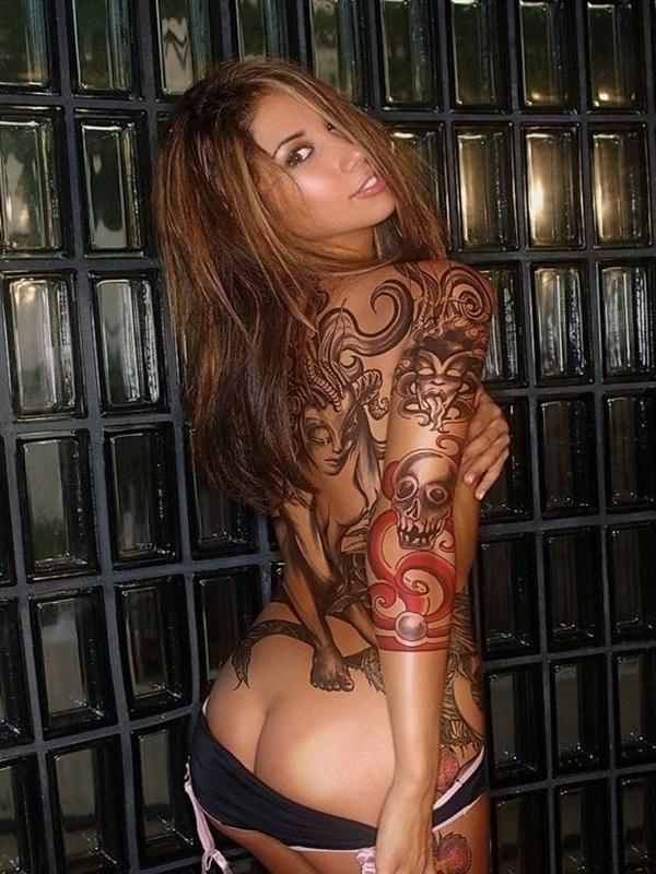 Hot tattooed babe