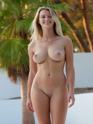 Naked big boobs girl