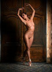 Nude professional ballerina