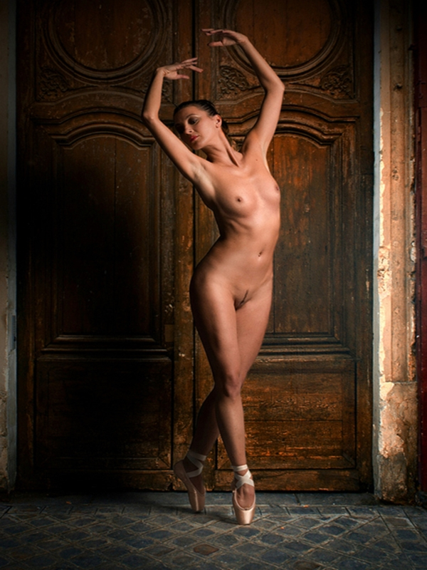 Professional nude women pics