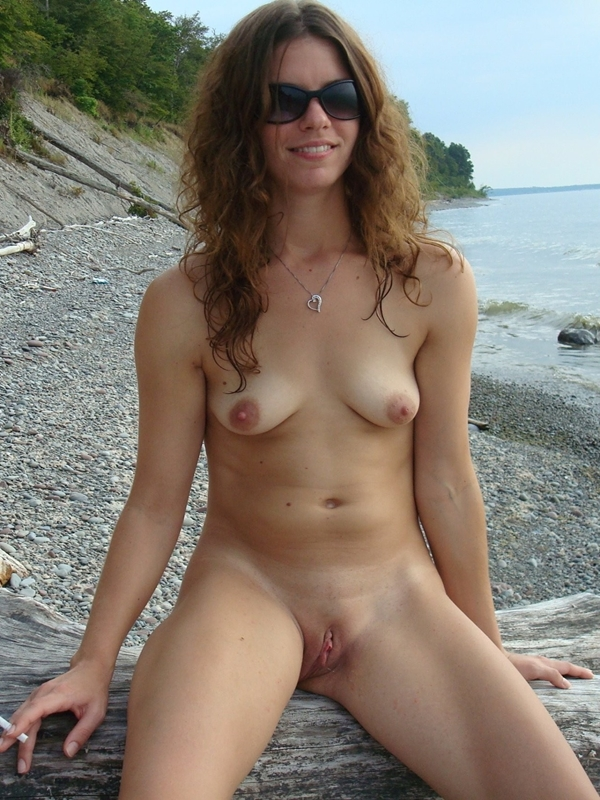 woman smoking nude pics