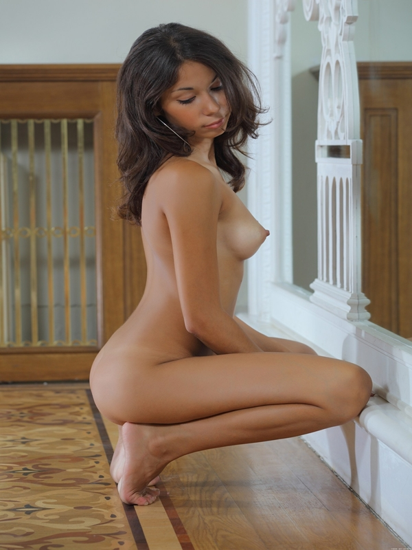 Girls naked brunette