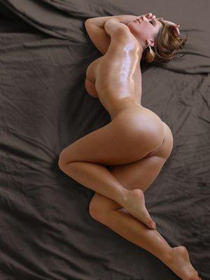 Sexy babe oiled body