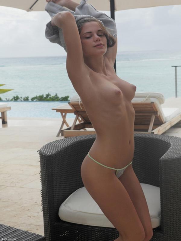 free naked girl striper pics