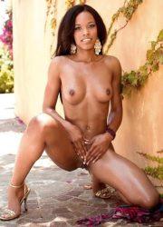 Ebony pretty girl posing naked outside