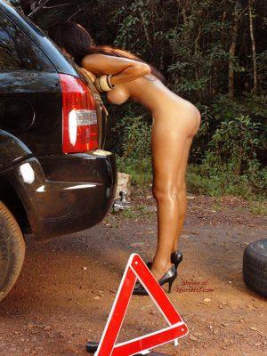 Horny naked babe repairing car